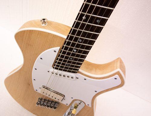 Flerskalig gitarr på G…